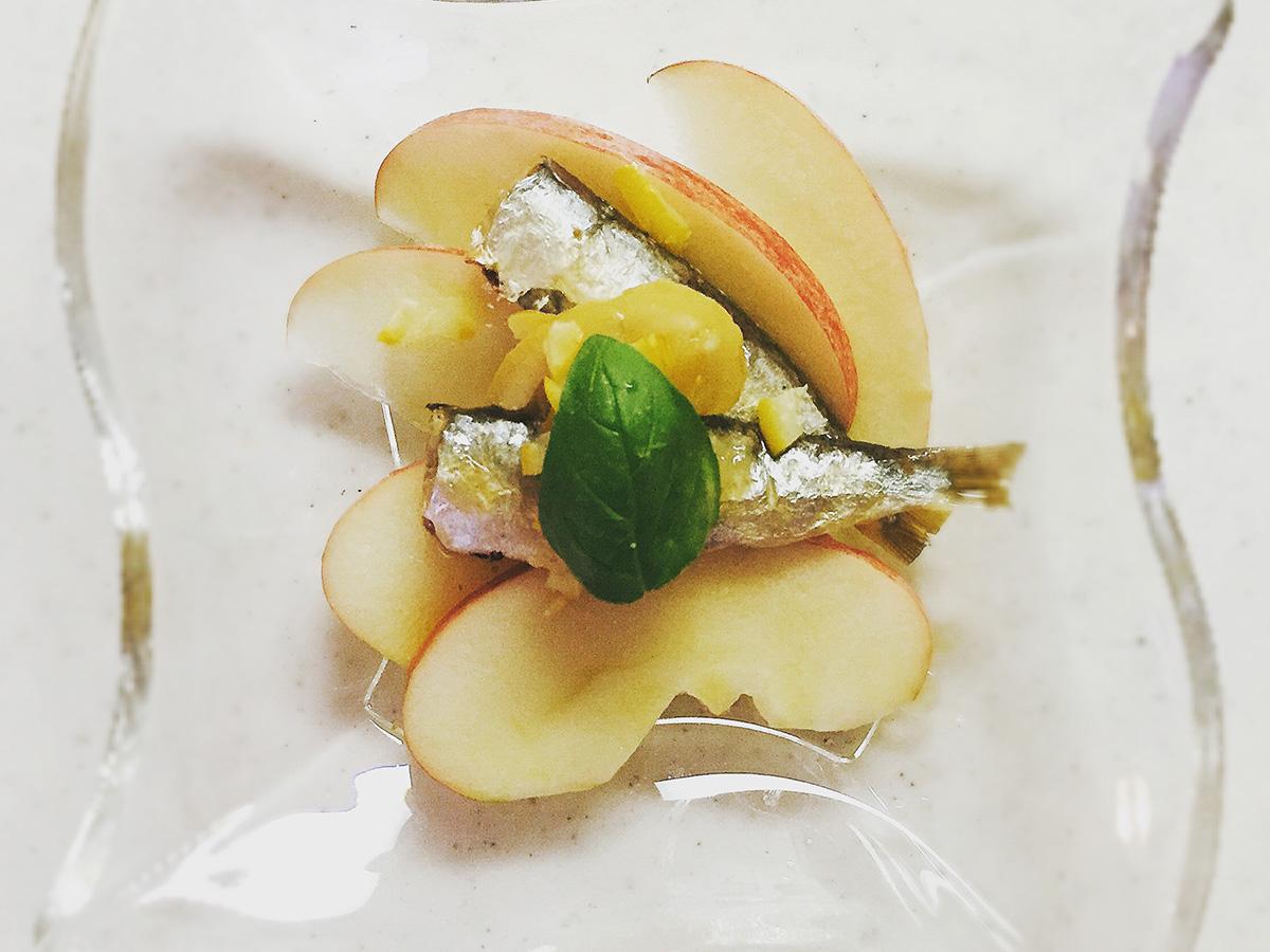リンゴとサーディンのサラダ