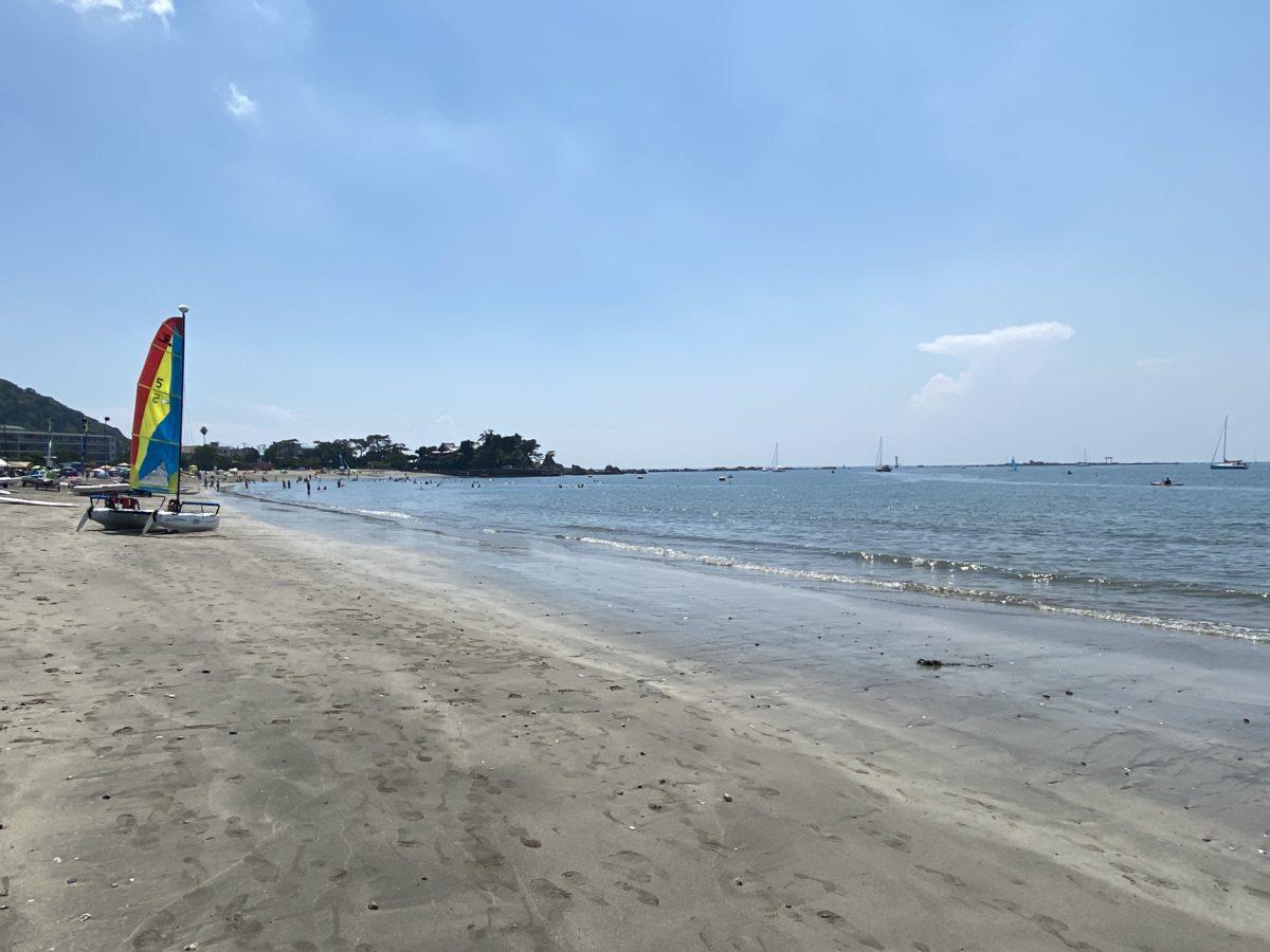 お昼の海岸